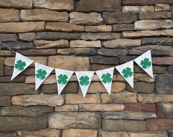 St Patrick's Day banner, St Patrick's Day decor, Shamrock garland, burlap banner, shamrock banner, St Patrick's Day burlap banner, shamrock