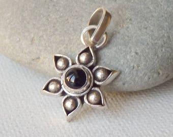 Black Onyx Sterling Silver Vintage Pendant, Small  Flower Black Onyx in Sterling Silver, Floral Onyx 925 Pendant, Retro Black Onyx Jewelry