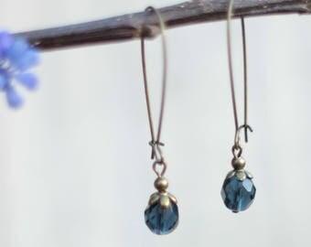 Boucle d'oreille vintage avec perle en verre de bohême