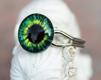 Green eye ring