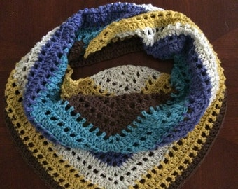 Triangular spring scarf