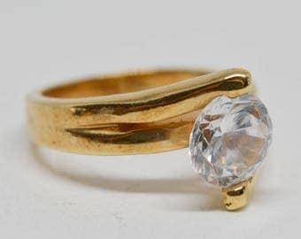Lovely gold tone single stone ring