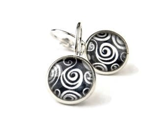 Black and White Abstract Design Earrings | Curly Que Pattern
