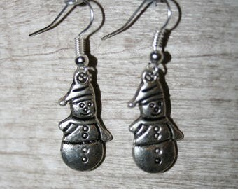 earrings with charms or charms in silver snowman with snow