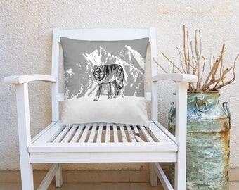 Wolf Decorative Pillow, Wolf Square Pillow, Cabin Decor, Gray Wolf Throw Pillow, Nature Art Pillow, Square Cushion, Farmhouse Decor