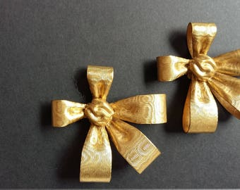 Gold metal knot