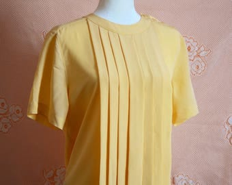 VINTAGE 80s buttery yellow short sleeved blouse with front pleats