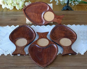 Vintage fish shape platters - Wooden serving platters with cork coasters - Set of 4 - Mid century kitchen
