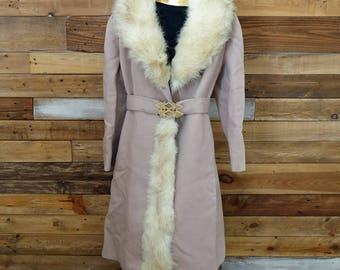 Vintage women's winter coat - Fur collar - Peach colored wool - Made in Canada - Norwegian fox fur