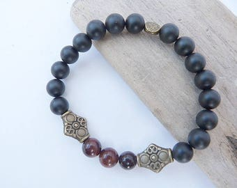 Mixed ethnic bracelet in onyx and Red Tiger eye