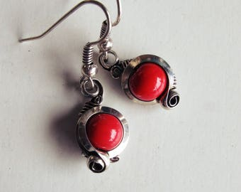Discreet - red earrings - antique silver