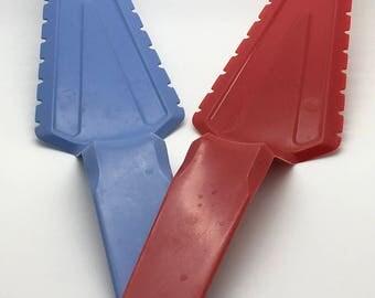 Vintage Tupperware  Cake Slicer Pie Cutter Server Serrated Edge  Red & Blue Utensil 1228 l Baking Gadget Utensil
