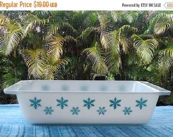 ON SALE Pyrex Snowflake Baking Dish 575-B, Vintage Pyrex 2 Quarts Rectangular Casserole Dish, Turquoise and White Pyrex Dish, Collectible Py