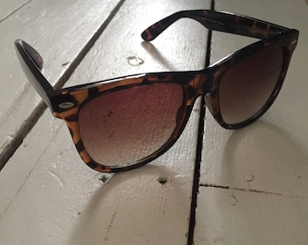 90s vintage brown sunglasses