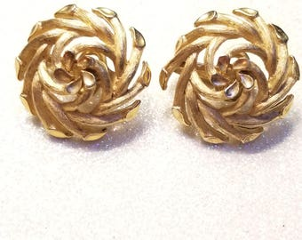 Vintage Goldtone Clip on earrings Signed Trifari