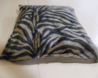 I gave it away pillow cover animal print syntetic material 50 x 50 cm