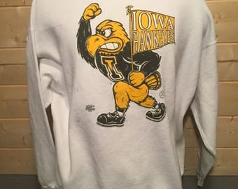 Vintage 1980's Iowa Hawkeyes  Fan  Sweatshirt  T-Shirt