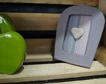 Pebble grey/pink heart frame