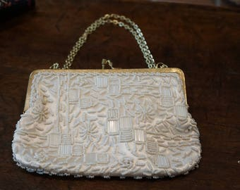 Vintage Walburg Beaded Purse with Gold Frame and Chain/Made in Hong Kong/White/Off White/Ivory/ Wedding Purse