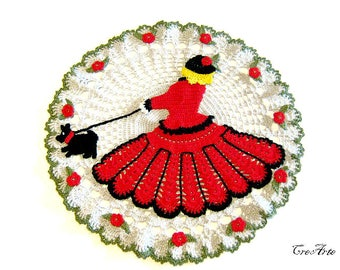 Crochet Doily with Red Crinoline lady, Red Lady with her dog, Centrino con Dama e cane