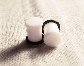0g White Plugs
