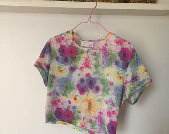 90s XOXO Shimmery Floral Crop Top
