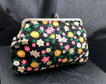 Small Vintage flowered coin purse or makeup bag