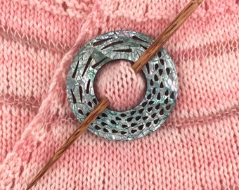 Shell Shawl Pin, Mother of Pearl Shawl Pin, Knitting Pin Shell Circle Shawl Pin Wood Shawl Pin Knitwear Accessory Knitwear Pin Shawl Closure