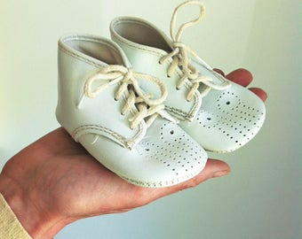 Size 1 Vintage 1950's  La Parisette White Leather Baby Shoes  Handmade Baby Shoes,  Boy's Baby Shoes, Girl's Baby Shoes, Leather Booties