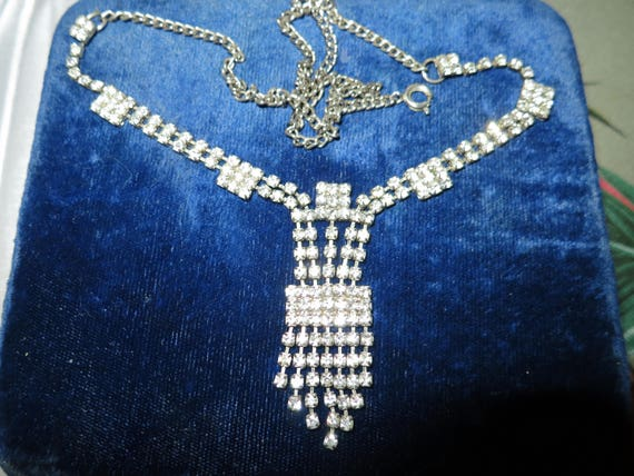 Lovely vintage silvertone rhinestone diamante cocktail necklace