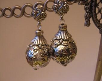Earrings silver balls