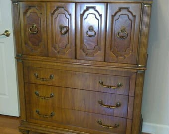 Chest of Drawers/Armoire