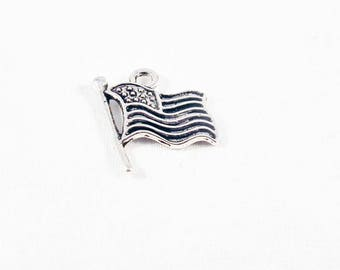BVV62 - antique silver Stars Stripes United States USA American flag charm pendant