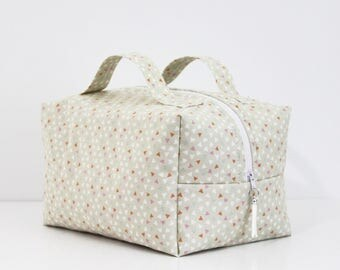 Lined with quilted cotton pique, vanity compact and very capacitive baby