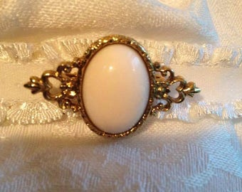 Vintage pastel pink oval brooch/stock pin. FREE shipping in the USA!