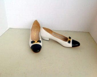 sz 8.5 4a vintage FERRAGAMO shoes,classy white and blue leather  bow  shoes  sz  made in ITALY