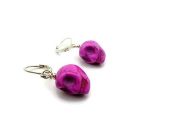 Howlite skull earrings pink