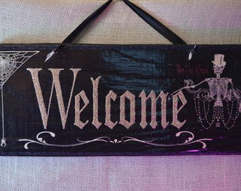 Glitzy Gothic Halloween Welcome Sign