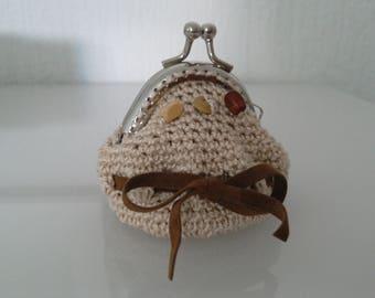 Door coin purse crocheted cotton ecru beads wood-brown suede Ribbon