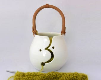 White yarn bowl with handle, earthenware