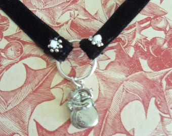 Velveteen Choker Necklace with Hugging Snow Couple (2187)