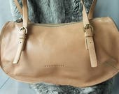 Honey Beige Colour Italian Leather Shoulder Bag Ladies Bags and Purses Zipped Top  Adjustable Straps Made in Italy Label Vintage 80s Bag