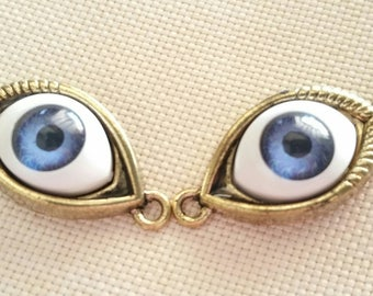 1 pair of eyes gold tone connector