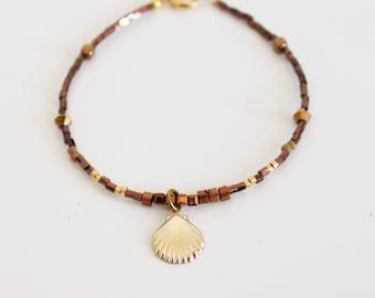 Mini bracelet beads, gold filed shell pendant
