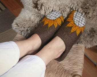BROWN WOOL SLIPPERS felted slippers sunflower shoes nature lover gift felted slippers organic home shoes natural slippers bohemian slippers