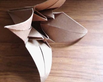 25 Origami Lillies (Paper Lilly, Origami Flower, Paper Flower, Origami Centrepiece, Origami Confetti, Confetti Flowers, Wedding Flowers)