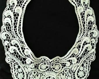 Vintage Ivory Hand Crocheted Lace Collar, Feminine Lace Neckline Accessory