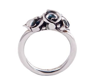 Band of rose buds ring