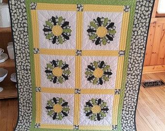 Dresden Plate Lap Quilt/Daisy Crib Quilt/Yellow and Green Crib Quilt/Dresden Baby Quilt/Throw Quilt/Wheelchair Quilt