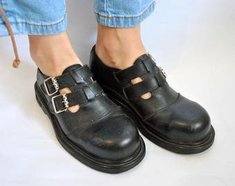 Black leather boots 1990s 1980s vintage hipster casual shoes